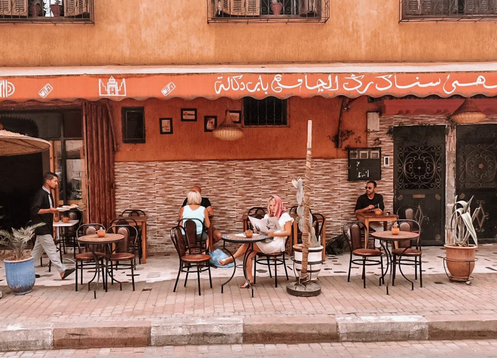 Alleine im Café