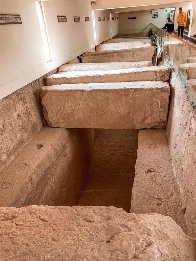 Im Museum an den Pyramiden