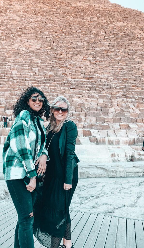 Vor der Cheops Pyramide