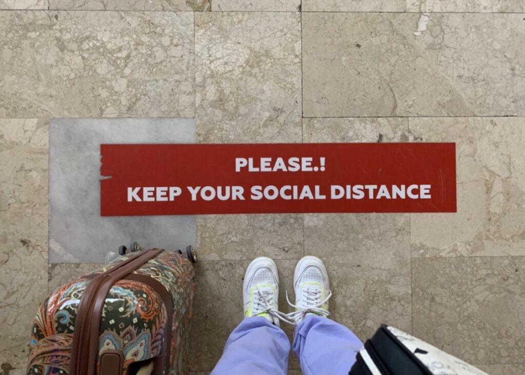 Abstand am Flughafen Antalya Türkei